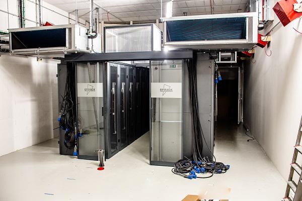 Salle serveurs et baies informatique au Datacenter Cyrès